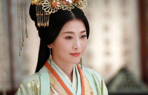她出身微贱,却宠冠后宫,怀胎14月生出太子后,被皇帝无情赐死